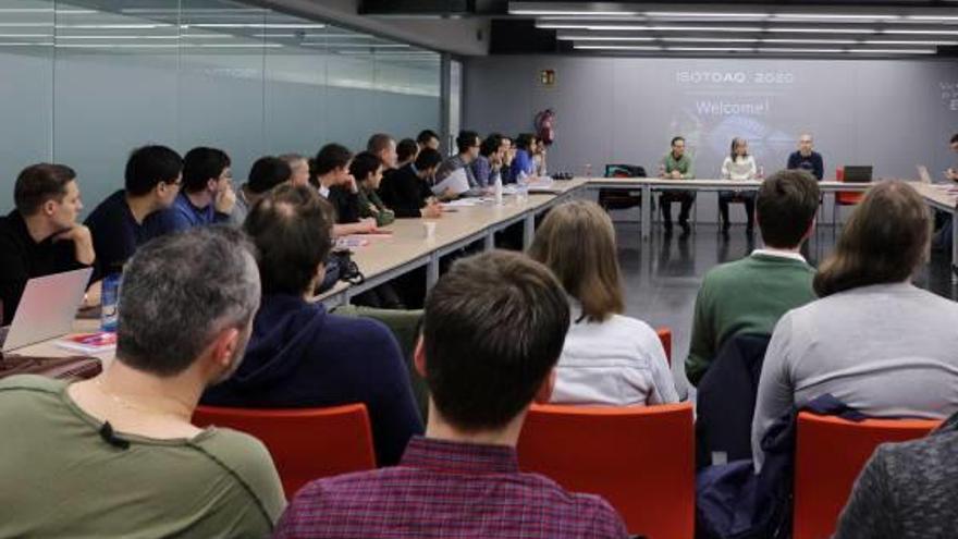Expertos del CERN imparten clases teóricas y prácticas durante diez días en València