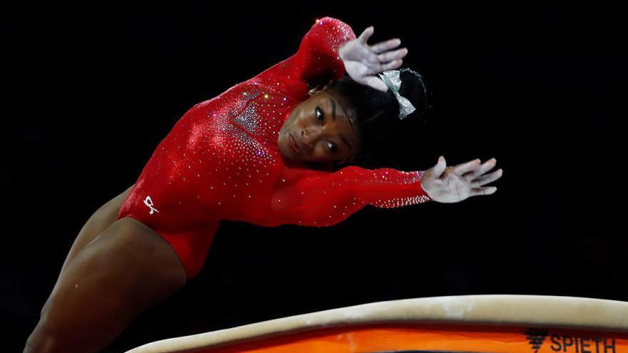 Simone Biles iguala a Scherbo como mayor medallista en los mundiales