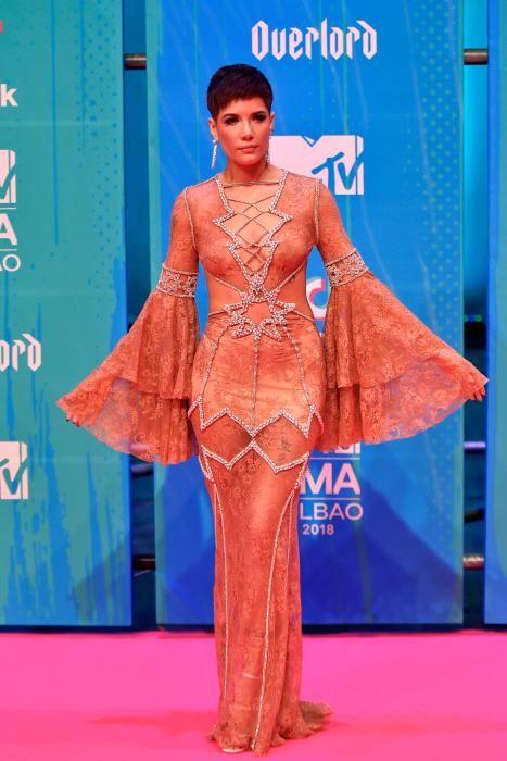 La cantante norteamericana Halsey. (Photo by ANDER GILLENEA / AFP)