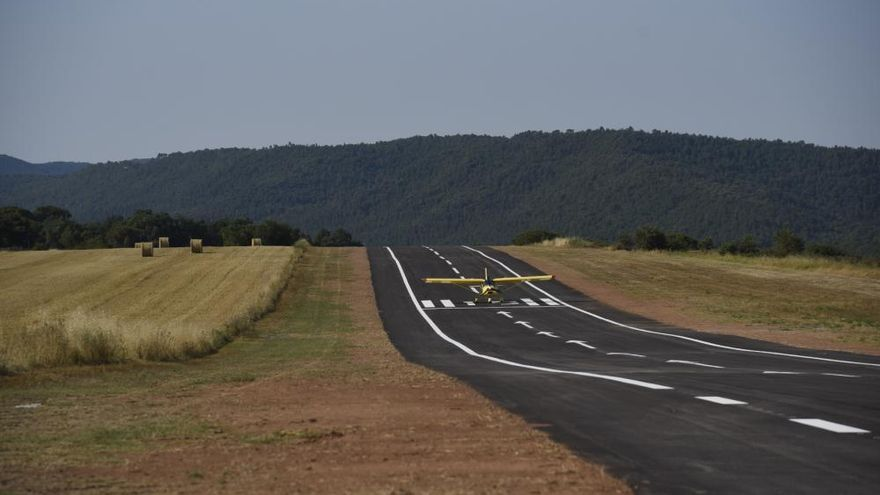 El camp de vol El Prat de Moià estrena una nova pista asfaltada
