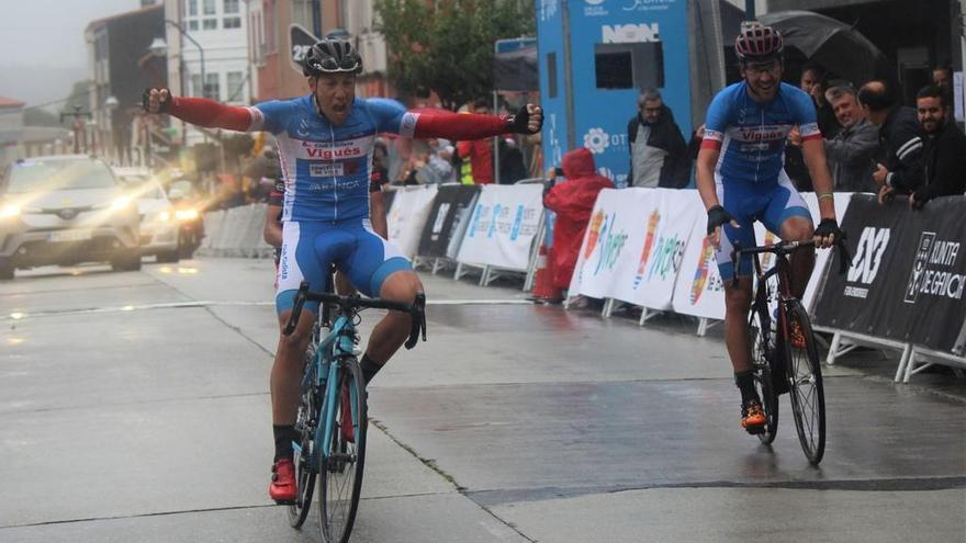 Mediero y Ucha firman el doblete del Club Ciclista Vigués en Curtis
