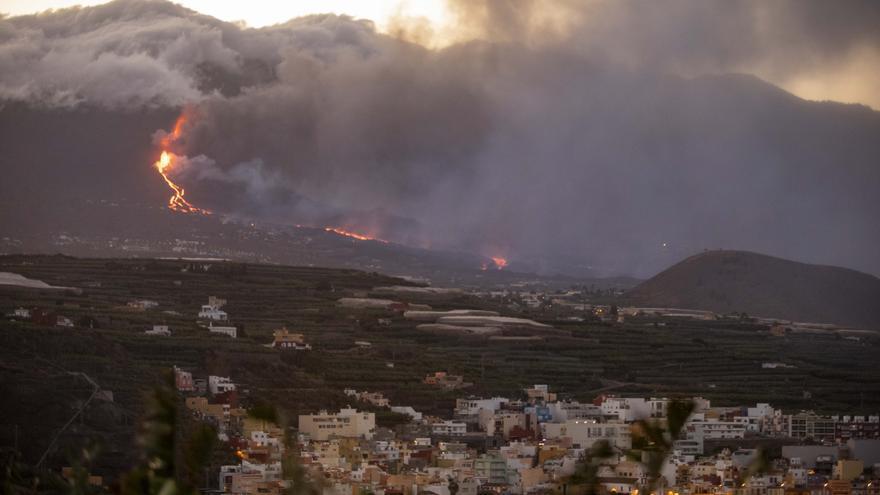 Lava auf La Palma ergießt sich ins Meer