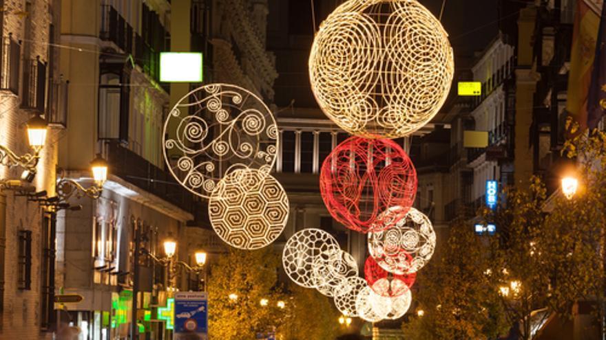 Importante empresa de Puente Genil, relacionada con la iluminación navideña, busca personal