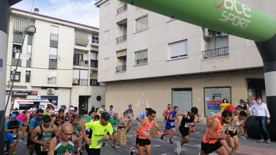 La XII Media Maratón y el VII Cross Urbano de Coria atraen a unos 160 atletas de varias comunidades