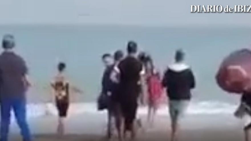 Estremecedor vídeo: 17 personas se embarcan en una patera que naufragó ocho días después cerca de Cabrera