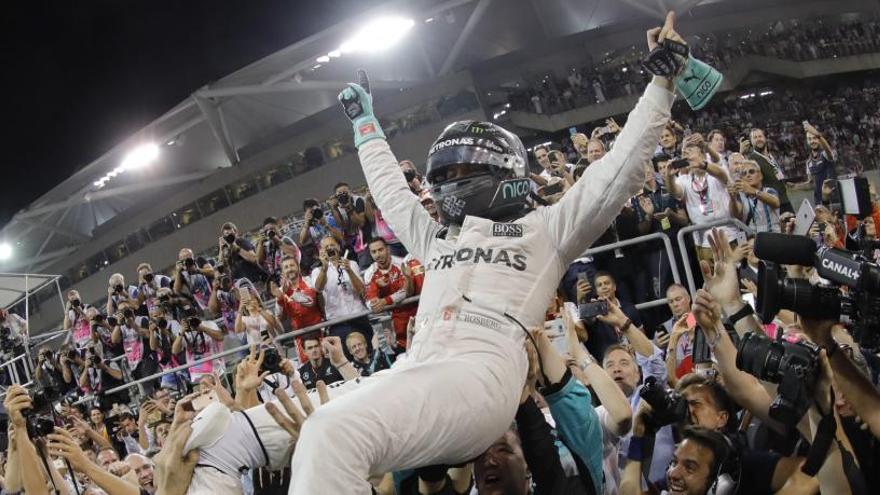 """Rosberg, """"orgulloso"""" de lograr la """"hazaña"""" de su padre"""