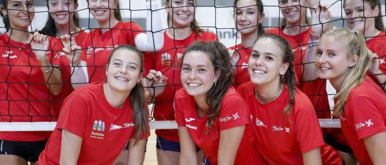 Plantilla del equipo de voleibol del Grupo Covadonga.
