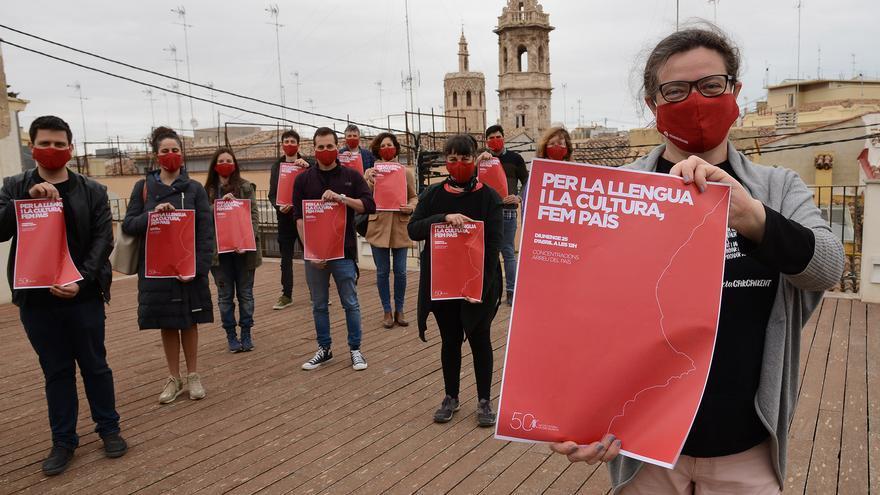 La manifestación del 25 d'Abril se reconvierte con una veintena de actos simbólicos en las comarcas