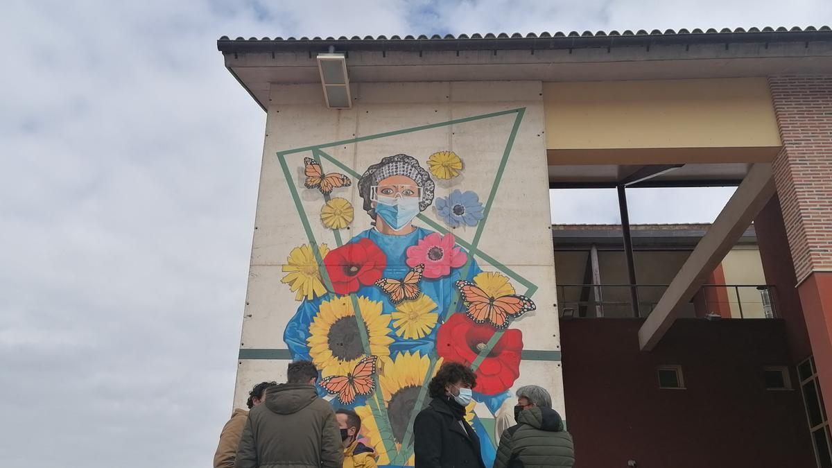 Mural creado por Carlos Adeva en el centro de salud de Toro