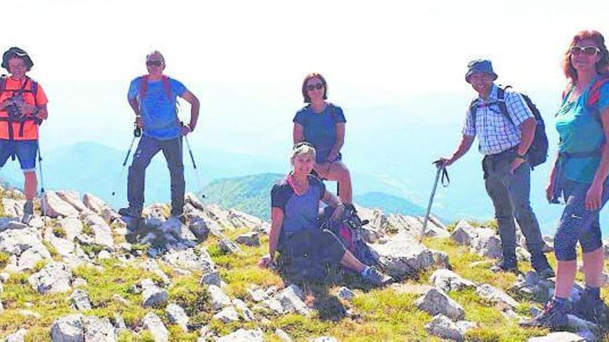 Sortida excursionista de la Colla dels Tres Mil al cim  de Costa Pubilla