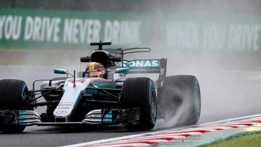 Hamilton-Vettel, duelo bajo la lluvia en los libres de Japón