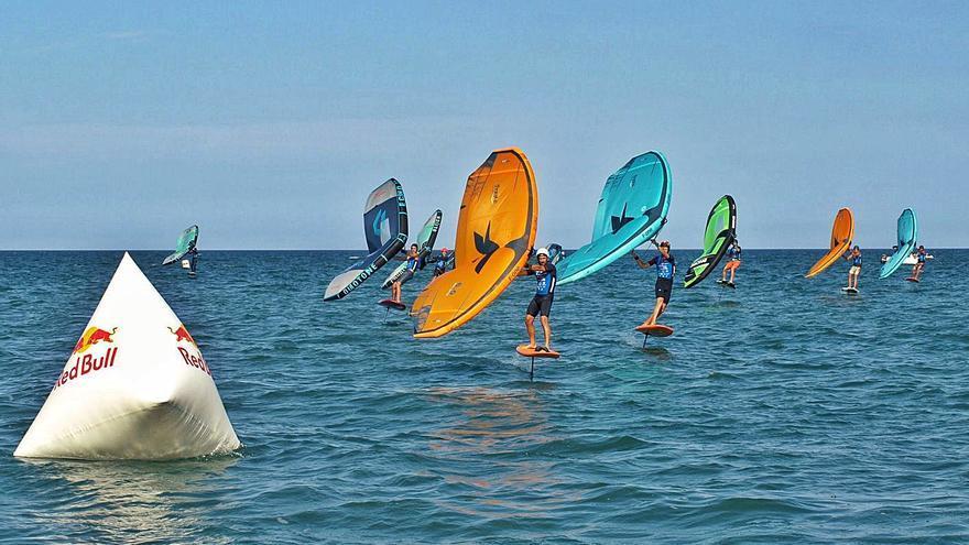 El Perelló acoge una prueba del circuito nacional  de surf 'Wing Foil'