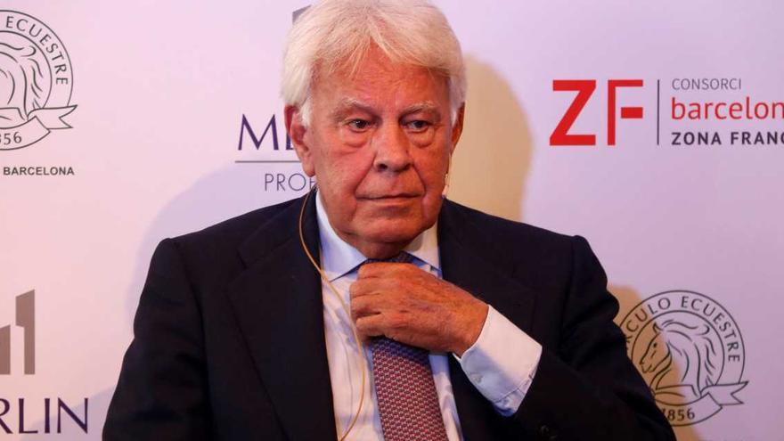 Felipe González: «Vull que torni Joan Carles I i que es respecti la presumpció d'innocència»