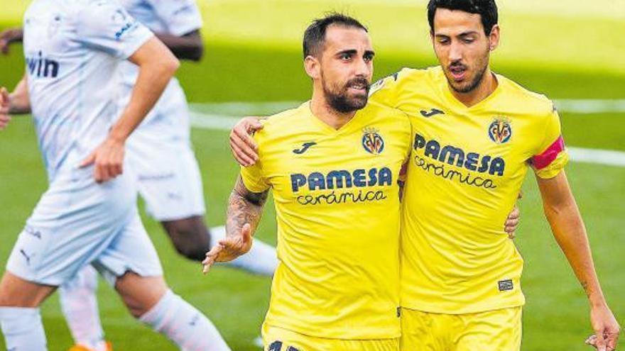 Alcácer, de penalti, y Dani Parejo liquidan al Valencia