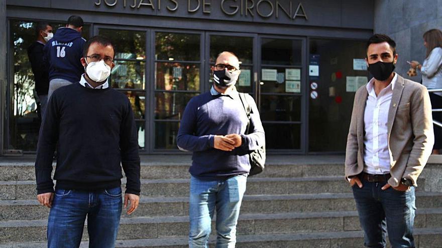 Jutgen vuit acusats de despenjar pancartes a favor dels presos a tres municipis gironins