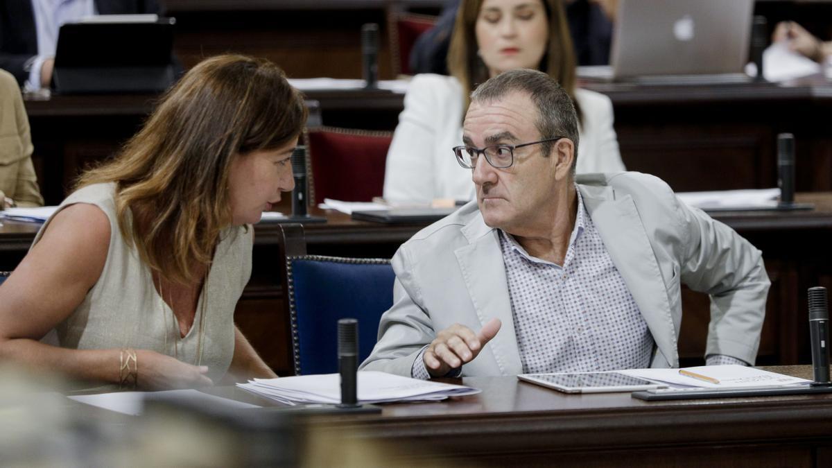 Armengol junto al vicepresidente y número uno de Podemos, Juan Pedro Yllanes