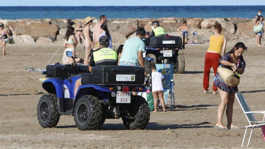 La Policía Local cierra la playa del Port de Sagunt ante la noche de San Juan