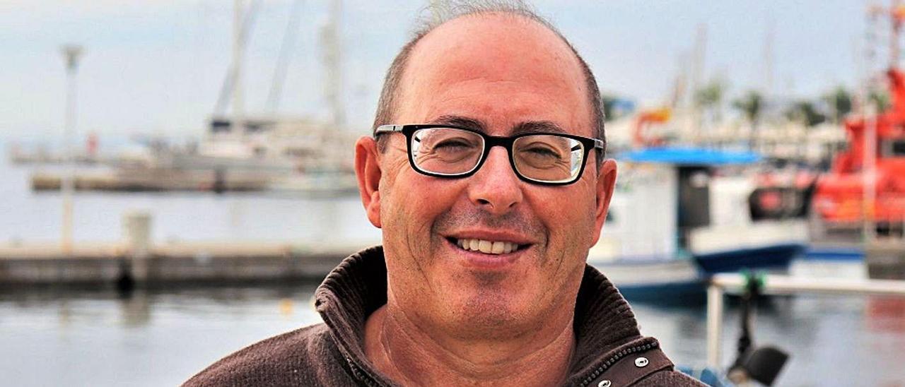 Ángel Luchoro, patrón mayor de la Cofradía de Pescadores de Santa Pola, en el puerto pesquero.