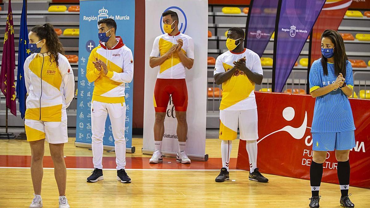Algunas de las equipaciones del deporte federado que llevará la marca 'Región de Murcia'.
