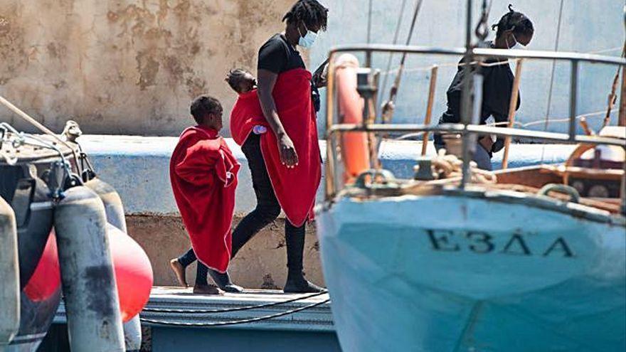 Llegan a Gran Canaria 65 inmigrantes, incluidos una embarazada y otra grave