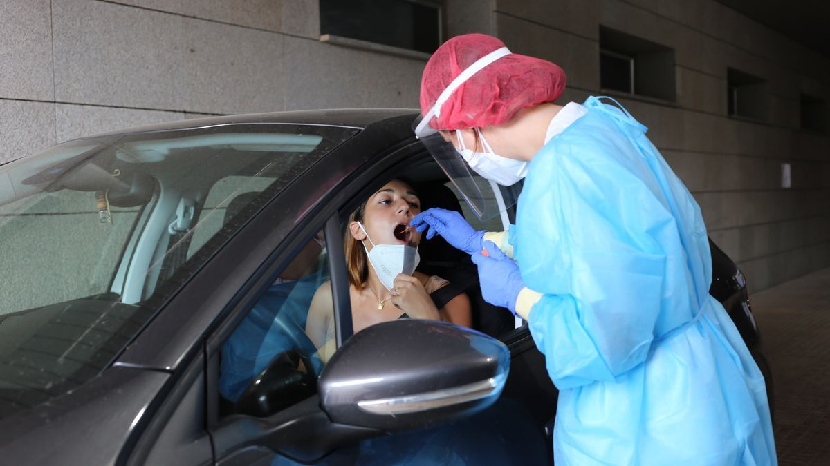 El autocovid del centro de salud Gran Vía funciona con cita previa y en solo un día realiza cerca de 170 PCR.