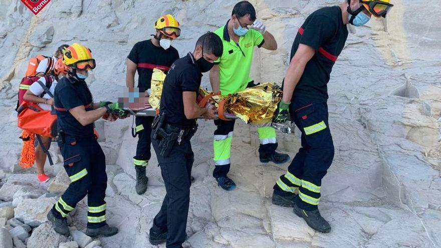 Rescatada una mujer que se sentía indispuesta en Cala Lobella de Benissa