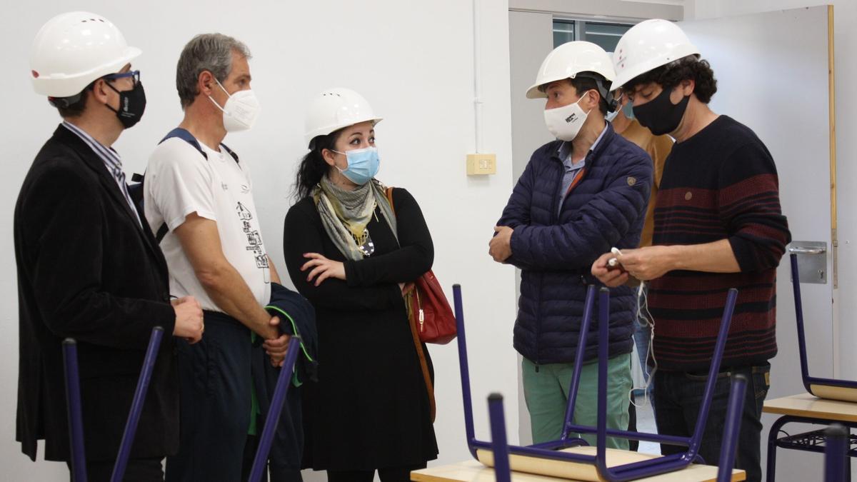 Visita de las autoridades educativas a las obras actuales del colegio Cervantes.