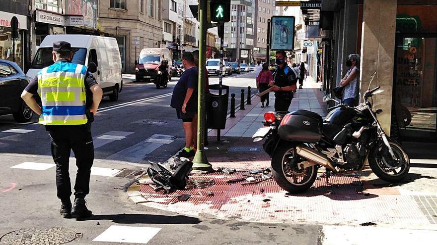 Dos heridos de gravedad por la colisión de una moto con un turismo en San Andrés