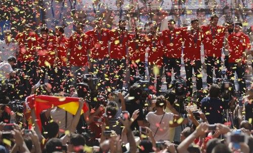 Spain's basketball team celebrates with fans the day after winning their EuroBasket 2015 final, during a ceremony in central Madrid, Spain