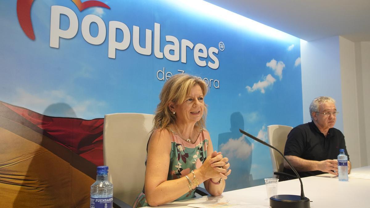 Elvira Velasco, diputada nacional del PP, y Óscar Reguera, procurador del PP