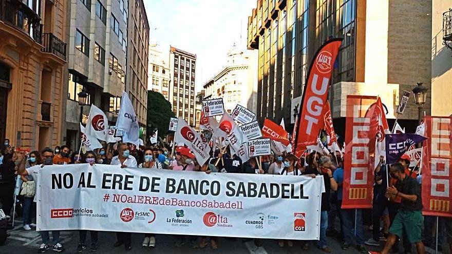 Protesta contra el ERE del Sabadell