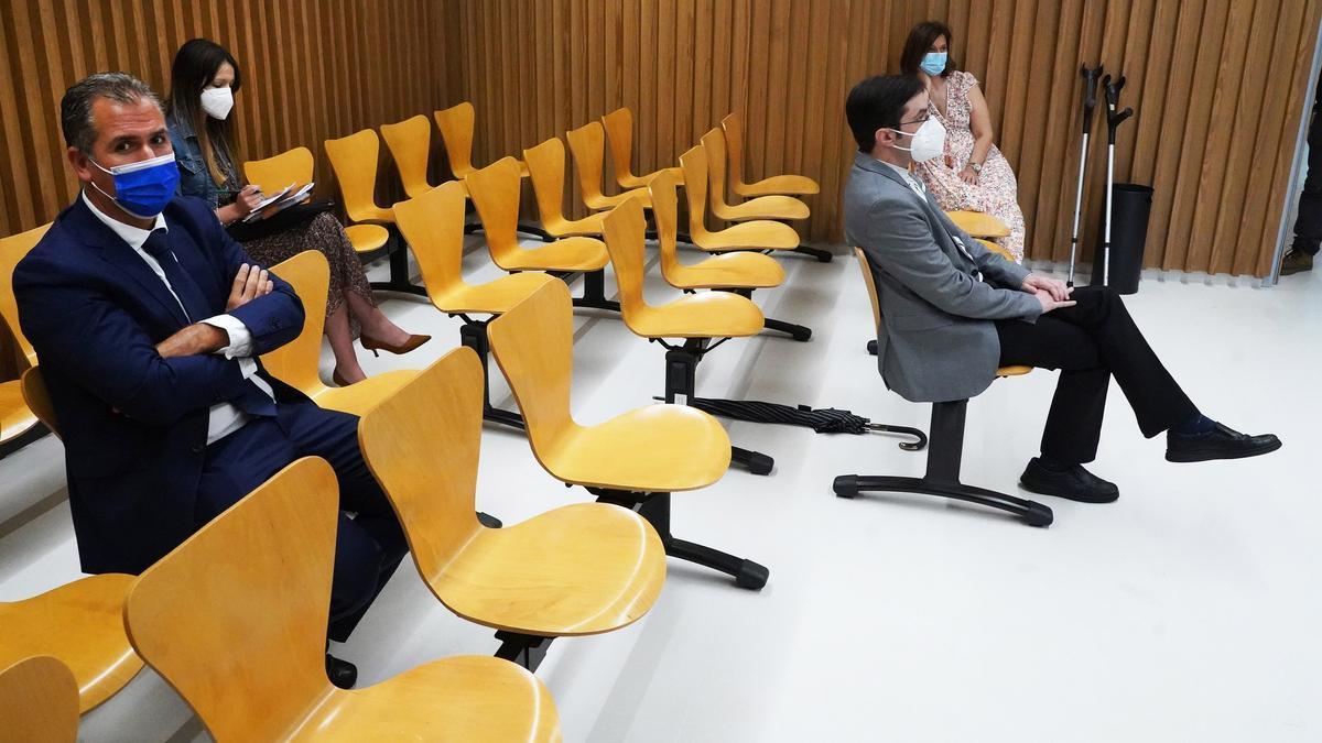 Kiko da Silva sentado delante de Rafael Domínguez durante el juicio