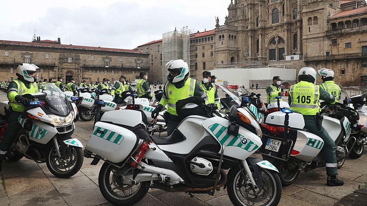 Los motoristas tomaron la Praza  do Obradoiro.    // XOÁN ÁLVAREZ