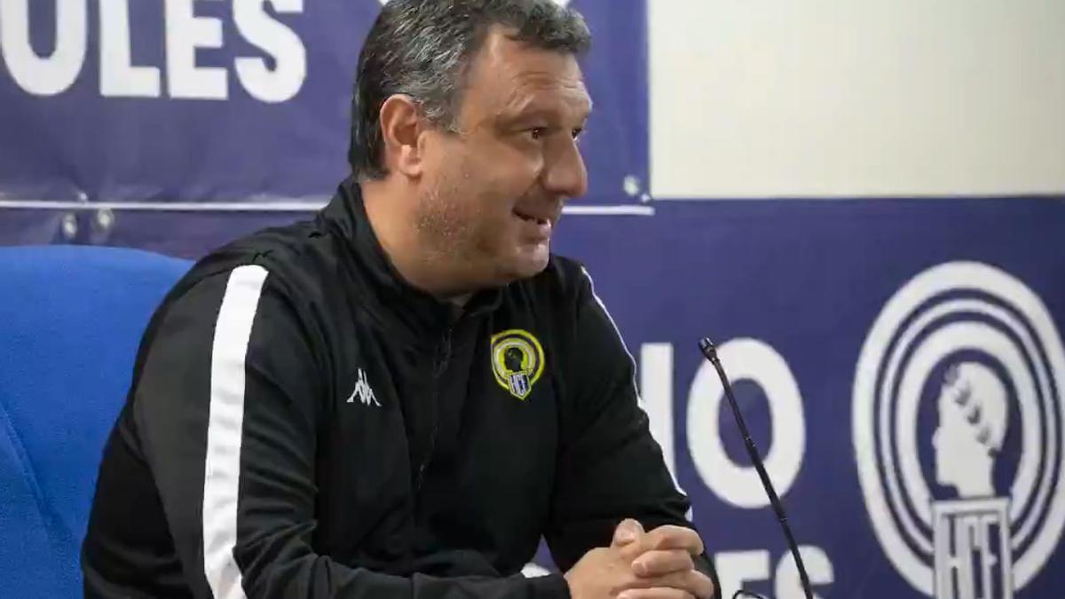 El entrenador del Hércules Manolo Díaz, este viernes en la sala de prensa del Rico Pérez.