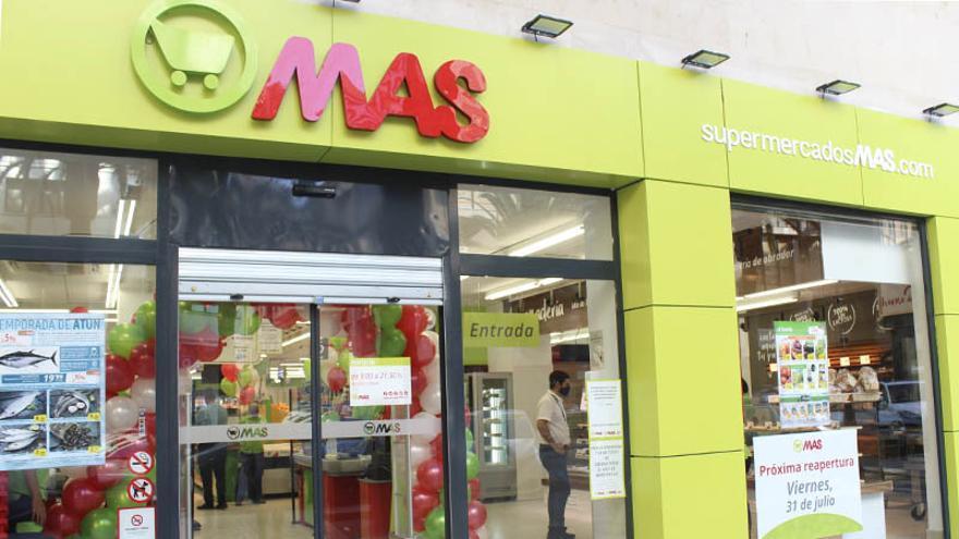 La cadena Mas abre su séptimo supermercado en Málaga capital
