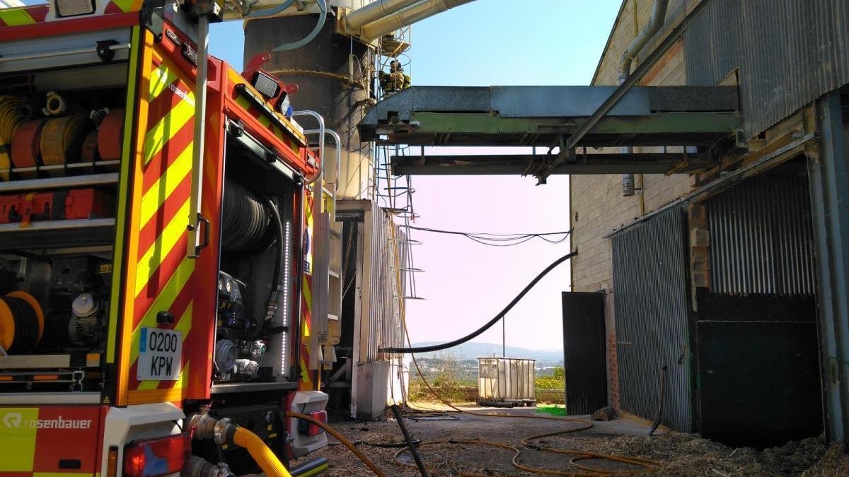 Herido por quemaduras en un incendio en una fábrica de Moratalla