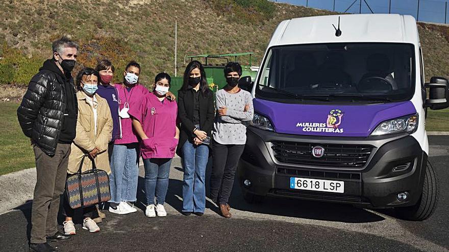 El Gobierno local cede una furgoneta a gas para reforzar la iniciativa de Mulleres Colleiteiras