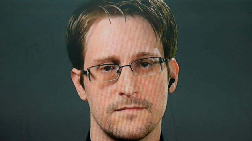 EEUU condena a Snowden a pagar 5 millones por sus memorias y conferencias