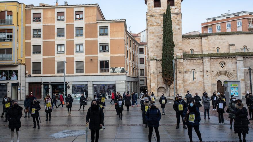 Medio centenar de peluqueros de Zamora exige el IVA reducido