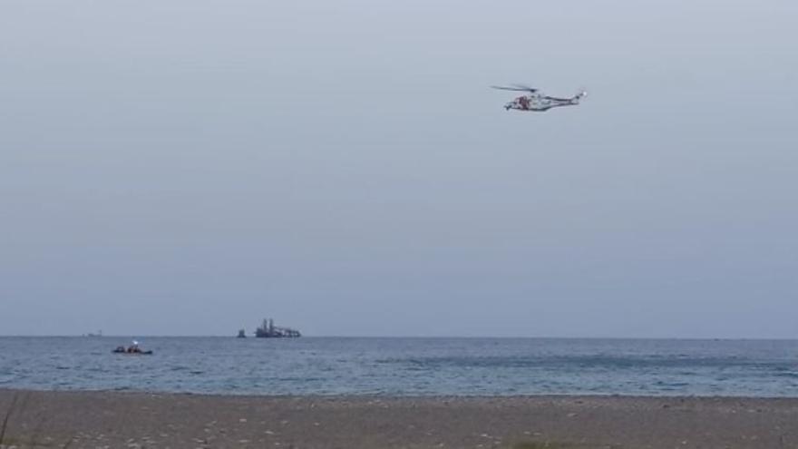 Un misterioso helicóptero vuelve a sobrevolar la playa de Almassora