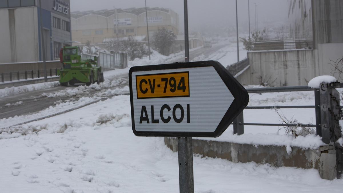 La nieve impide salir de casa en los pueblos del interior de la C. Valenciana