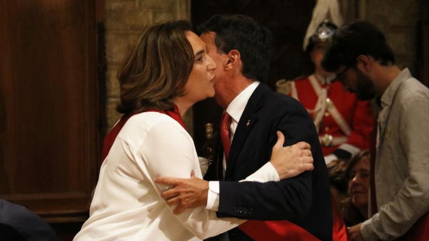 Colau, investida de nou alcaldessa de Barcelona amb els vots dels comuns, el PSC i tres regidors de Valls