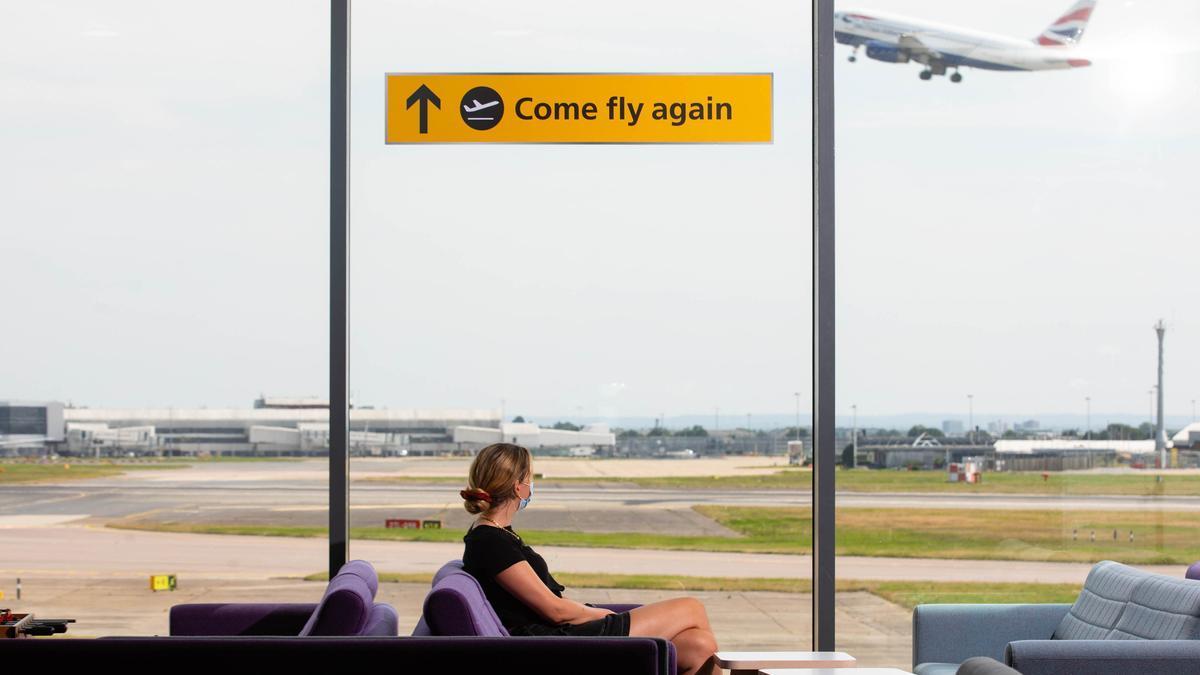 Un avión despega del aeropuerto de Heathrow.