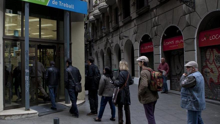 El miedo a perder el empleo lleva el ahorro de la zona euro a tasas sin precedentes