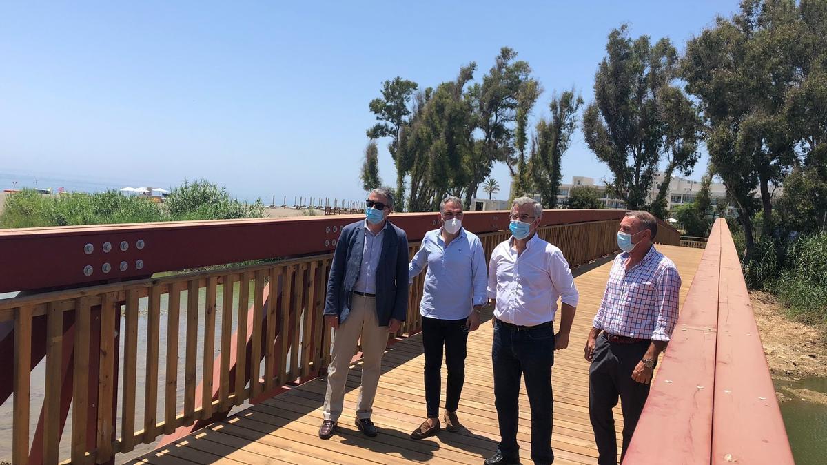 Concluyen obras del tramo de la Senda Litoral en Guadalmansa, Estepona, que une once kilómetros desde el puerto
