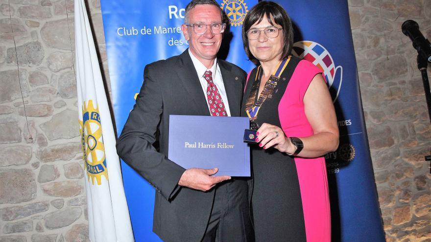 El Rotary Club Manresa-Bages fa efectiu el relleu de Francesc Selga per Montserrat Cullerés