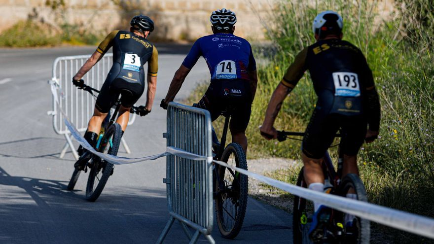 Casi 80 ciclistas dan lustre a la cita de Es Rafal Trobat