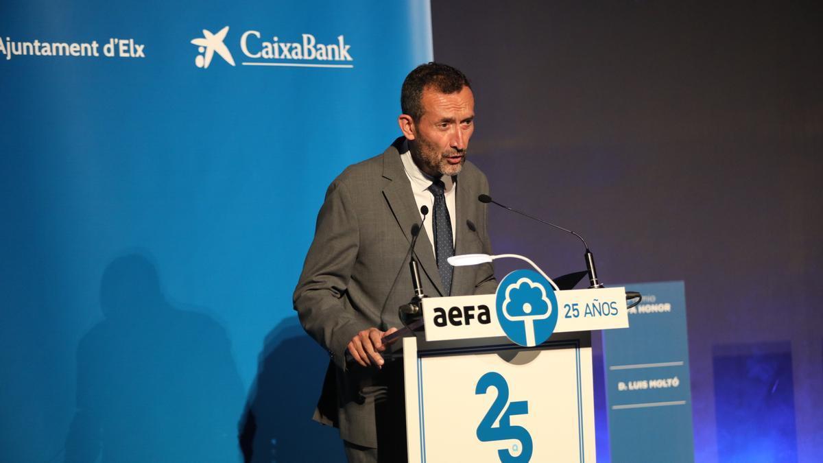 El alcalde Carlos González transmite el apoyo del Ayutamiento al tejido empresarial de la ciudad