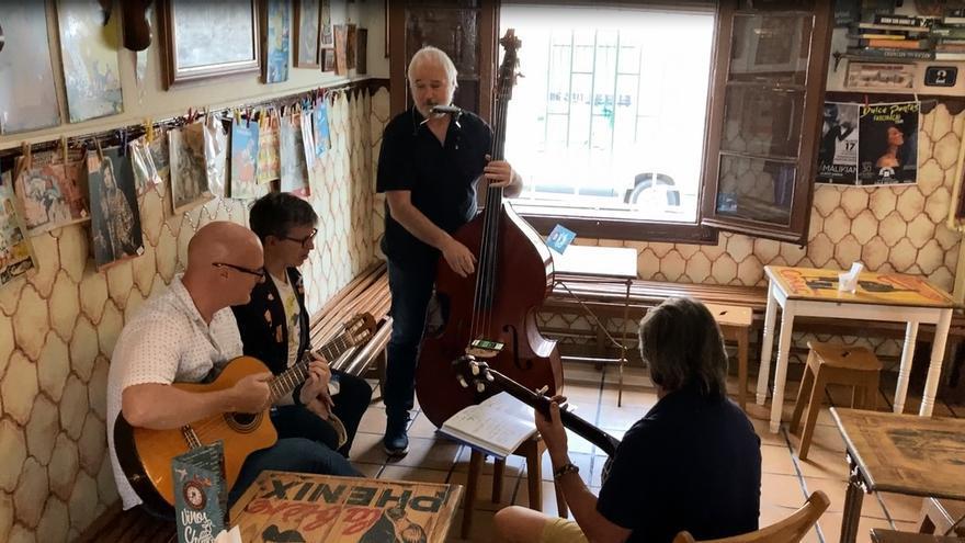 Encuentro en Vinos Chueca de los músicos que acompañaban a Carbonell