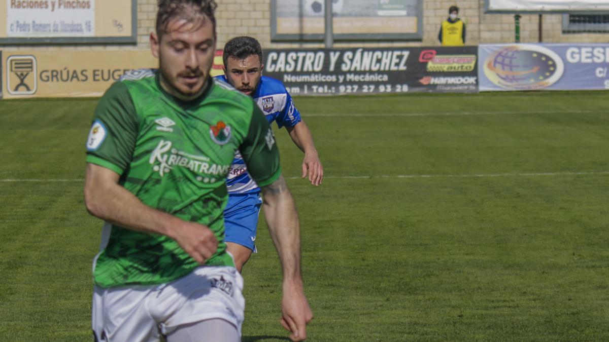 Raúl Espinosa, durante un partido del Cacereño